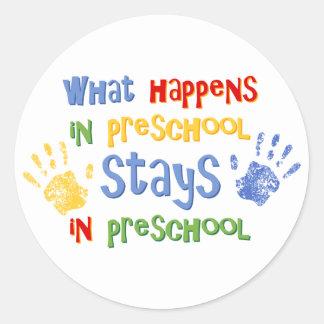 Qué sucede en preescolar pegatina redonda