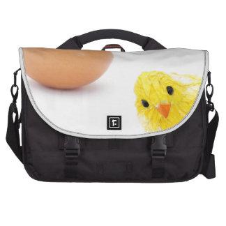 ¿qué vino primero el pollo o el huevo? bolsas para portatil