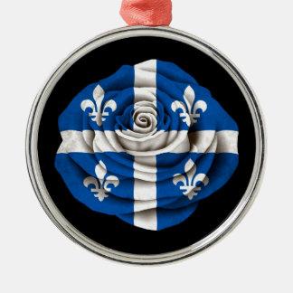 Quebec subió la bandera en negro adorno para reyes