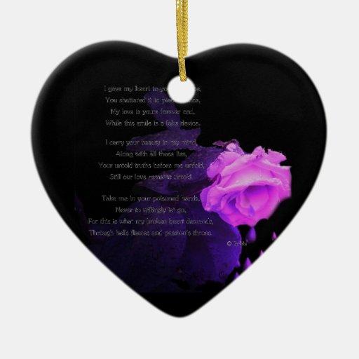Quebrado y frío adorno navideño de cerámica en forma de corazón