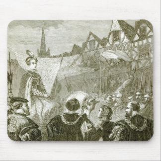 Queen Elizabeth entering London Mouse Pad
