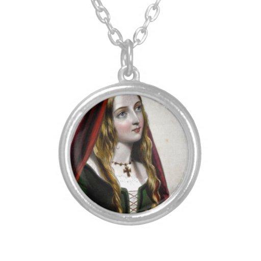 Queen Elizabeth Woodville Round Pendant Necklace
