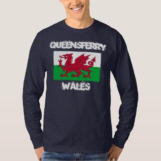 Queensferry, País de Gales con la bandera Galés Poleras