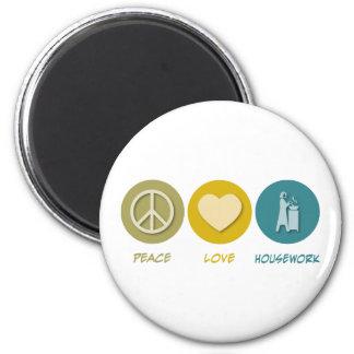 Quehacer doméstico del amor de la paz iman de frigorífico