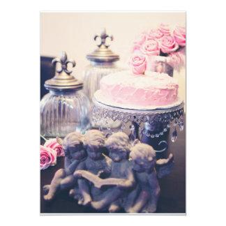 """querubes del vintage con la torta color de rosa y invitación 5"""" x 7"""""""
