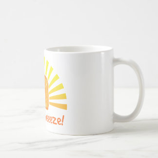 Queso asado a la parrilla taza de café