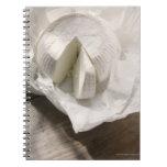 queso orgánico desempaquetado y corte libros de apuntes con espiral