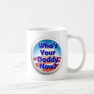 ¿Quién ahora es su papá? Taza Básica Blanca