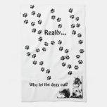 ¿quién dejó los perros hacia fuera? toalla de cocina