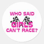 ¿Quién dijo que los chicas no pueden competir con? Pegatina Redonda