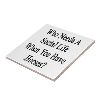 Quién necesita una vida social en que usted tiene azulejo cuadrado pequeño