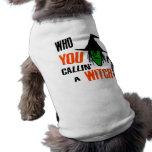 ¿Quién USTED Callin una bruja? Con la bruja y el g Camisetas De Mascota