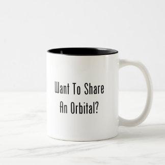 ¿Quiera compartir un orbitario? Taza De Dos Tonos