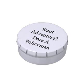 Quiera la fecha de la aventura un policía latas de caramelos