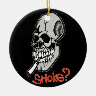 Quiera un humo adorno navideño redondo de cerámica
