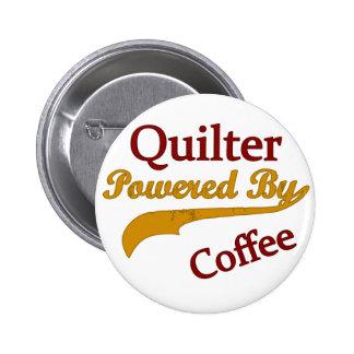 Quilter accionó por el café pin redondo de 2 pulgadas