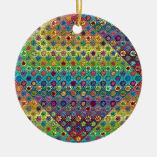 Quilty según lo cargado adorno navideño redondo de cerámica