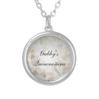 Quinceañera floral blanco collar plateado