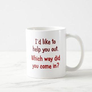 Quisiera ayudarle hacia fuera taza de café