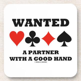 Quiso a un socio con juegos los buenos de una posavasos de bebida