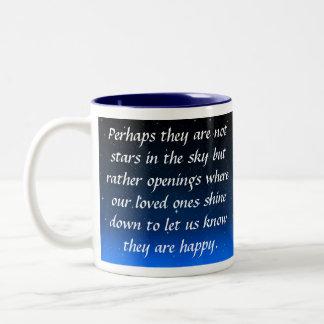 Quizás no son estrellas en el cielo sino aberturas taza de dos tonos