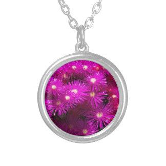 raani flowers round pendant necklace