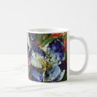 Racimo de flor azul taza básica blanca