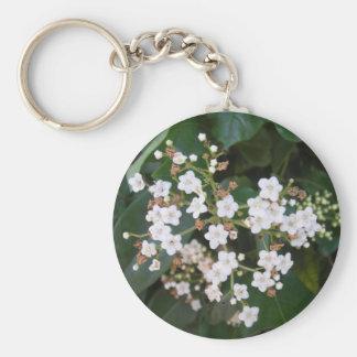 Racimo de flores blancas llavero redondo tipo pin