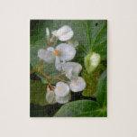 Racimo delicado de flores blancas puzzle