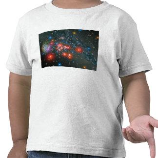 Racimo gigante estupendo rojo camisetas