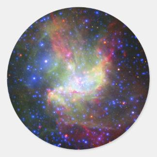 Racimo y nebulosa de NGC 346 en Tucana Pegatina Redonda