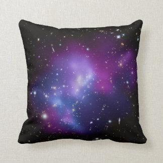 Racimos cósmicos hermosos de la galaxia del almohada