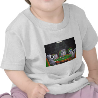 Racoons que juegan el póker camiseta