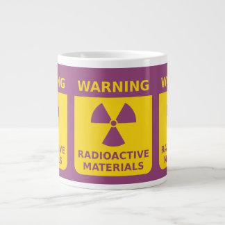 Radiación que advierte la taza enorme taza grande