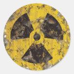 Radiactivo aherrumbrado etiquetas redondas