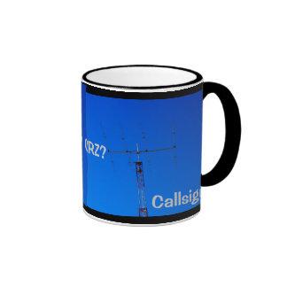 Radio aficionada QRZ y taza del indicativo