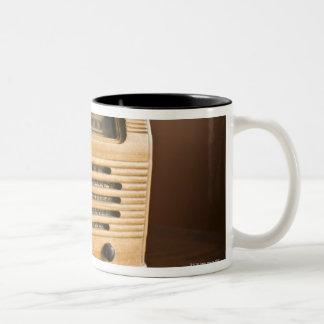 Radio antigua taza de dos tonos