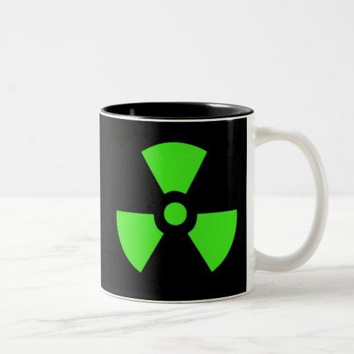Radioactive-sign40 radiactivo, átomo, atómico, nuc taza dos tonos