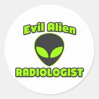 Radiólogo extranjero malvado pegatina redonda