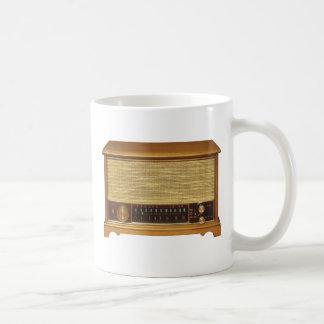 Radios del vintage en madera taza básica blanca