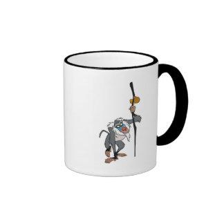 Rafiki del león de rey con un palillo en su mano D Tazas De Café