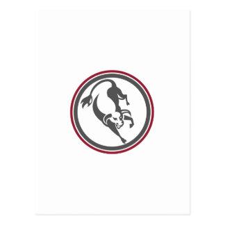 Raging Bull que carga el círculo retro Tarjetas Postales