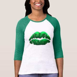 Raglán de las señoras del beso del verde del día camiseta