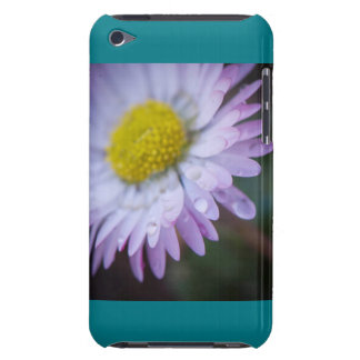Raindrops on a daisy iPod touch case