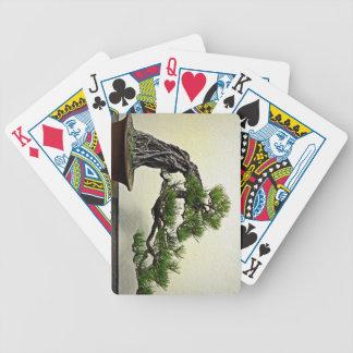 Raíz sobre árbol de los bonsais del pino de la roc baraja de cartas bicycle