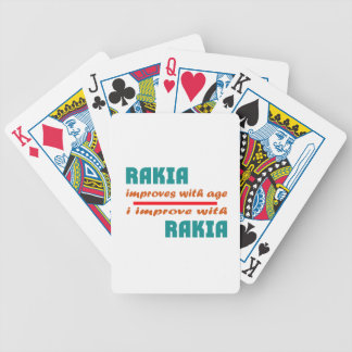 Rakia mejora con edad barajas de cartas