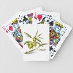 Rama de aceitunas verdes barajas de cartas