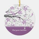 Rama de la magnolia y ornamento púrpura del ornamente de reyes