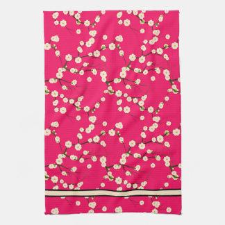Ramas blancas largas de la flor de cerezo en rojo toallas