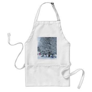 Ramas de árbol cubiertas por la nieve delantal